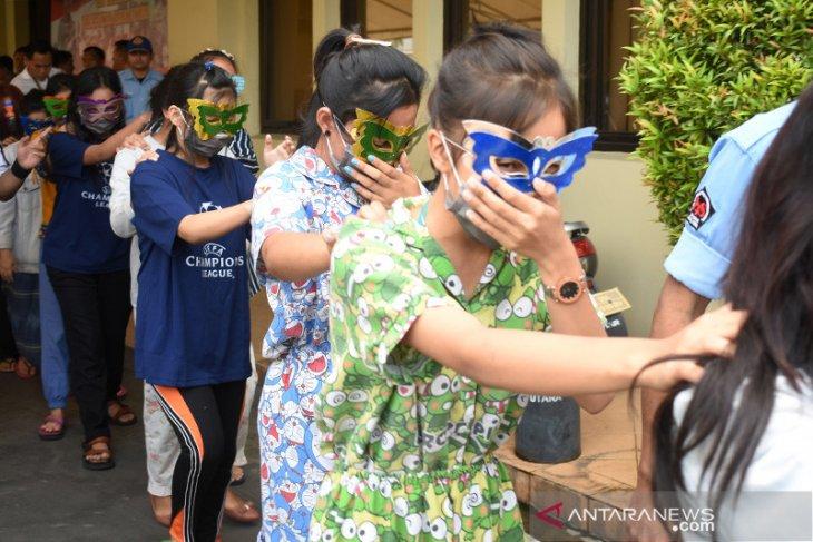 Jakarta police bust child prostitution racket; detain 15