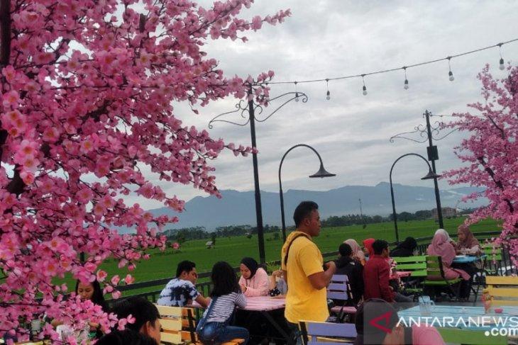 Sensasi nikmati keindahan Negeri Sakura di Waterpark Dira Balung Jember