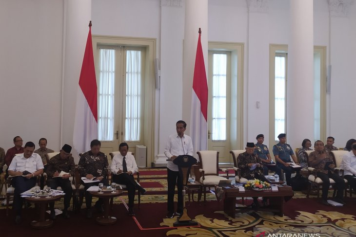 Jokowi urges ministries to accelerate budget realization