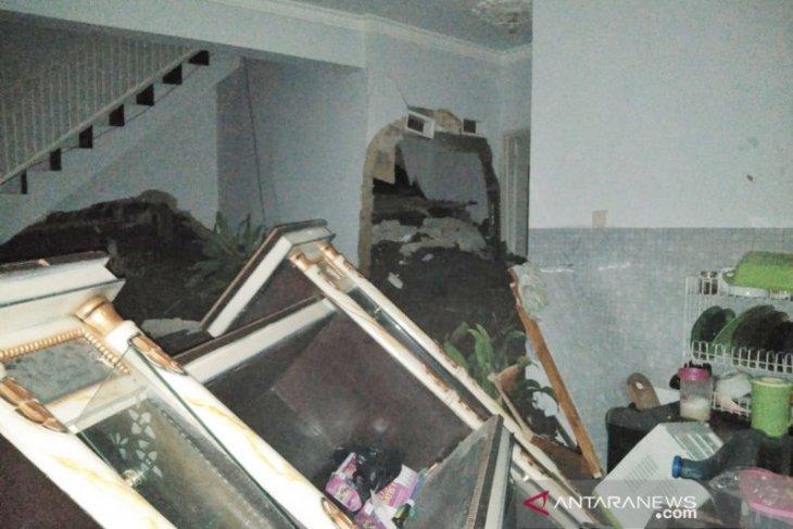 Bencana  Longsor di Bandung Barat akibatkan 10 rumah rusak