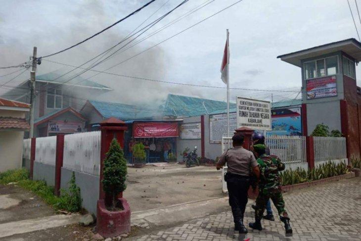 TNI bantu redam kericuhan di Rutan Kabanjahe Sumut