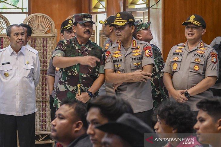Panglima TNI dan Kapolri ke Natuna sapa penduduk setempat
