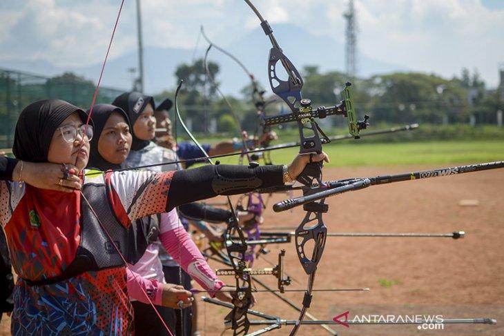 Persiapan atlet Panahan Jabar untuk PON Papua
