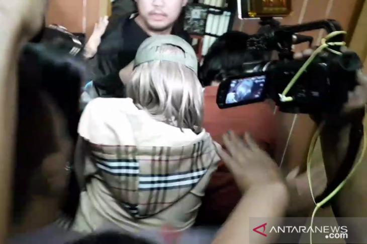 Seleberiti Lucinta Luna bungkam saat tiba di Rutan Polda Metro Jaya