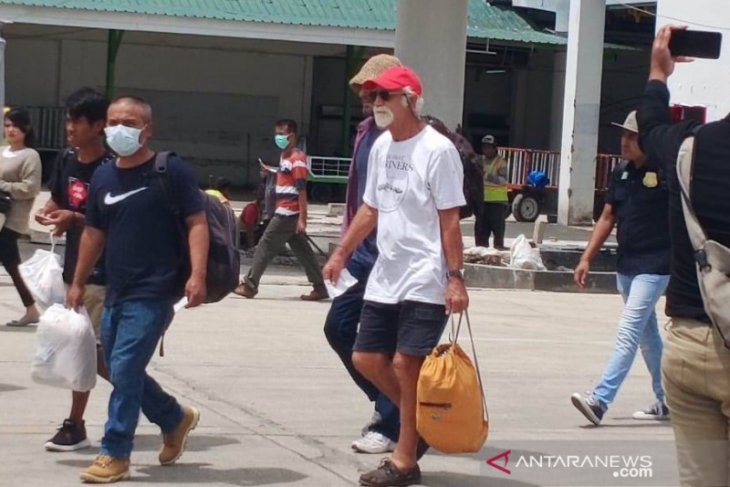 Six foreigners deported for conducting illegal research
