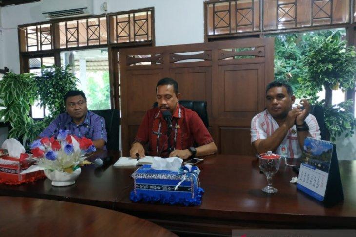 Staf Labkes Dinkes Maluku kawal spesimen warga Tanimbar Selatan
