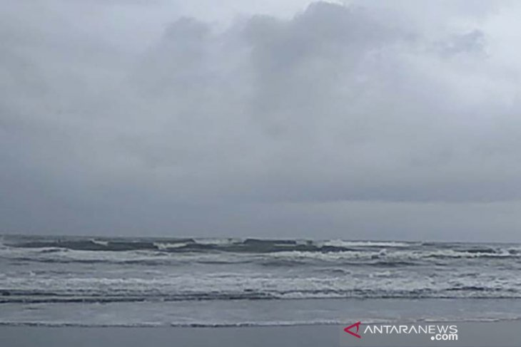 High-wave alert in southern West, Central Java waters, Yogyakarta