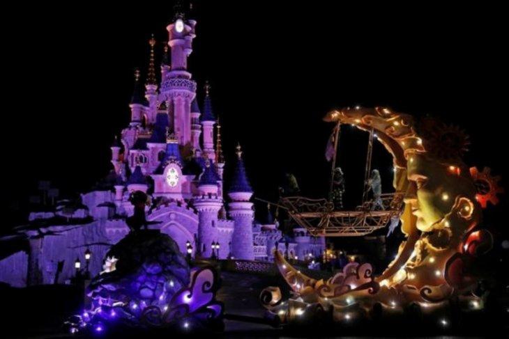 Walt Disney Co tutup taman hiburan di California, Florida karena virus corona