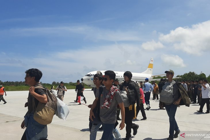 Indonesians from Hubei depart from Natuna following observation period