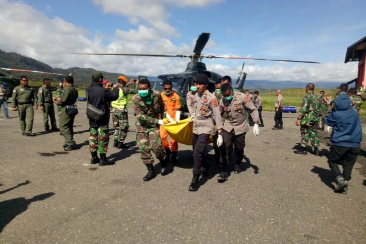 12 Jenazah penumpang dan awak helikopter Mi-17 dievakuasi ke  Oksibil