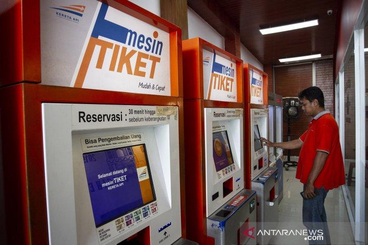 Nearly 40 thousand train passengers cancel tickets amid COVID-19