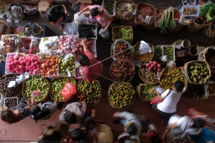 Aktivitas pasar tradisional jelang Galungan
