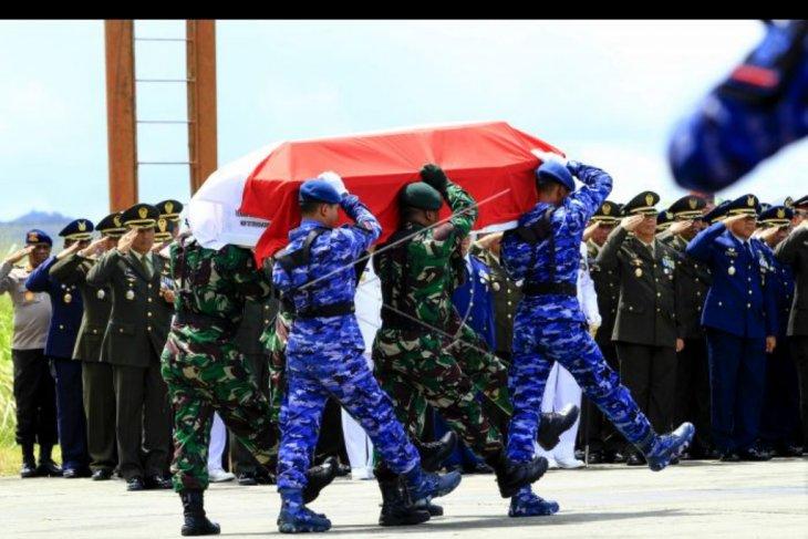 Upacara pelepasan jenazah korban heli MI-17