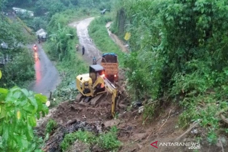 Floods, landslides impact Bandung, West Bandung districts in West Java