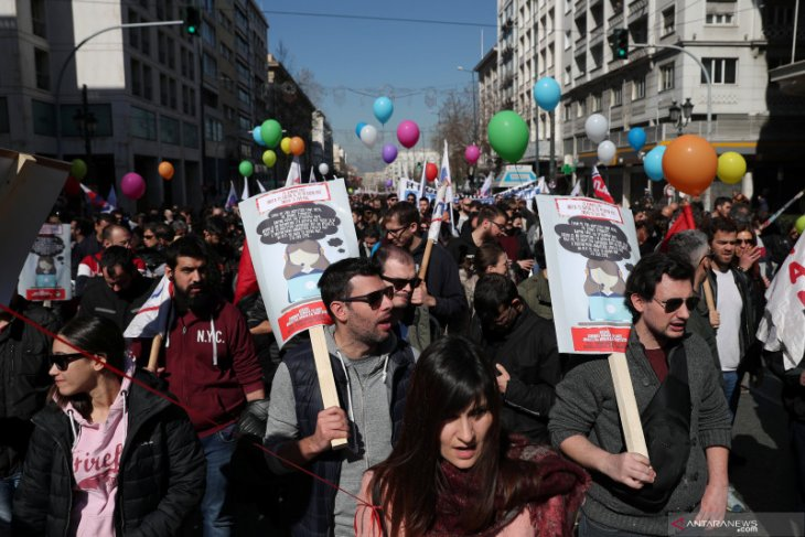 Pekerja Yunani mogok kerja tolak perombakan UU ketenagakerjaan