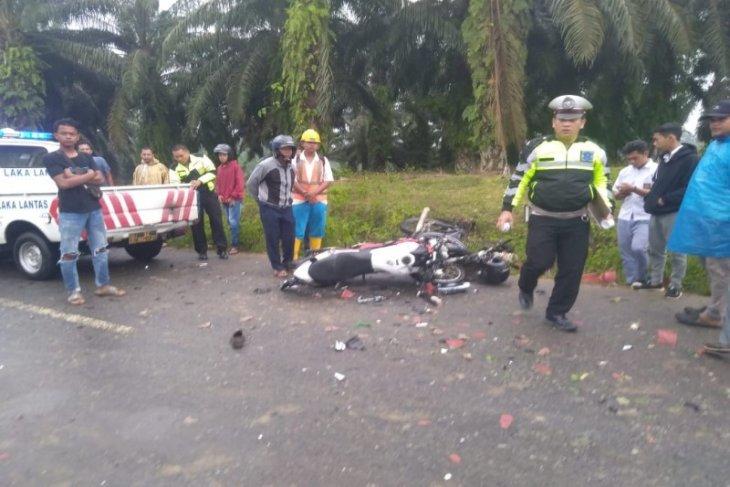 Tabrakan beruntun sepeda motor 1 tewas 3 luka-luka