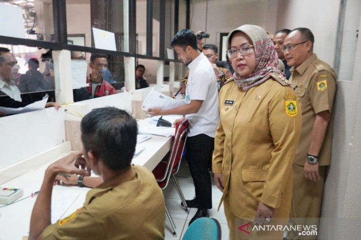 Ade Yasin: Jangan ada lagi antrean layanan KTP di Disdukcapil Bogor