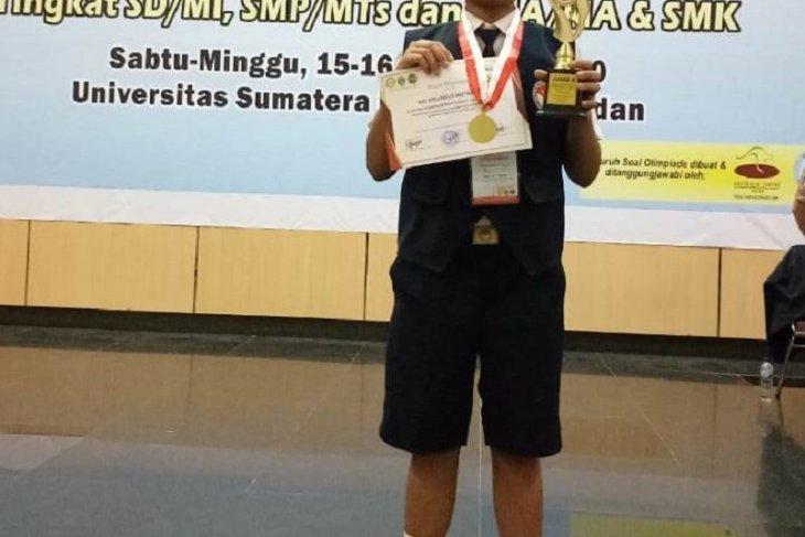 Rio Stevanus siswa SMPN 2 Pandan Nauli raih medali emas Olimpiade Sains