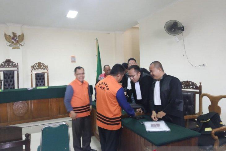 Terdakwa Aleksius diduga gunakan orang lain komunikasikan proyek
