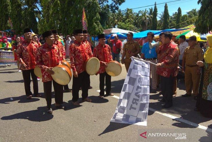Bupati Mukomuko lepas ratusan peserta karnaval budaya hari jadi ke-17
