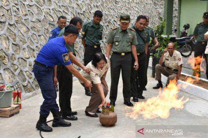 Denkesyah 06.04.01 Samarinda Gelar Demonstrasi Basic Fire Fighter