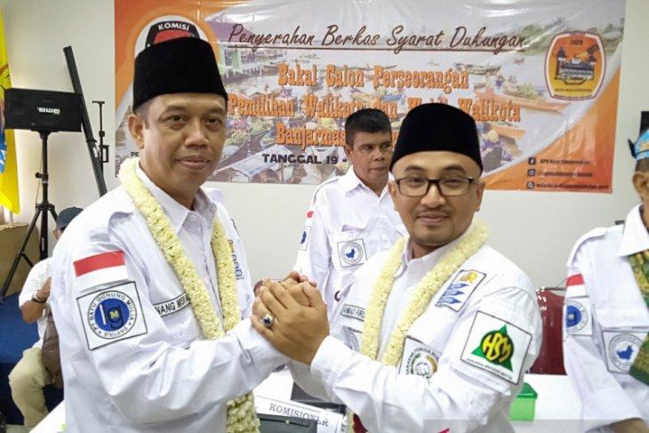Anang-Firdaus serahkan syarat perseorangan ke KPU Banjarmasin