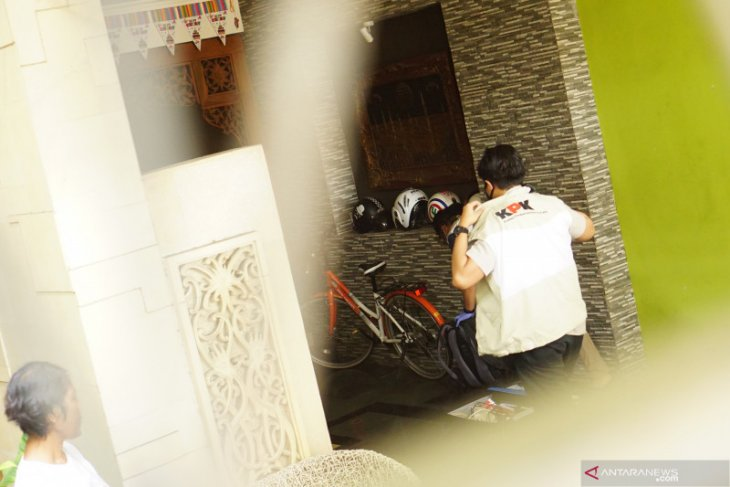 Penyidik KPK lanjut geledah rumah kontraktor di Tulungagung