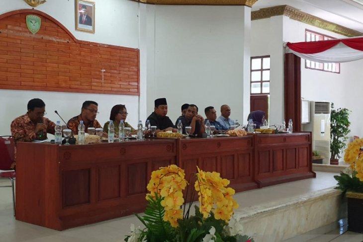 DPRD dua isteri pejabat di Kepulauan Aru nikmati bantuan dana bergulir