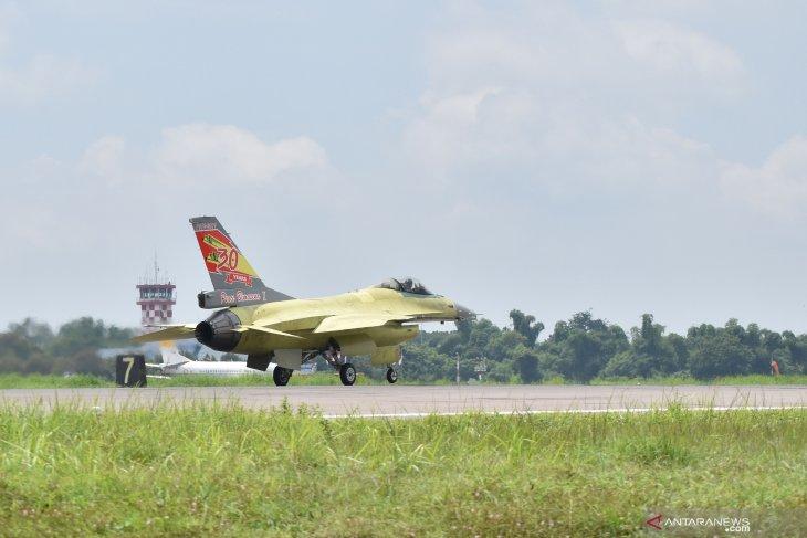 Uji terbang pesawat tempur F-16