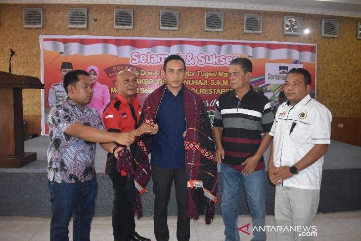 Tempati jabatan baru sebagai Wakapolrestabes Medan, insan pers Madina ulosi Irsan Sinuhaji