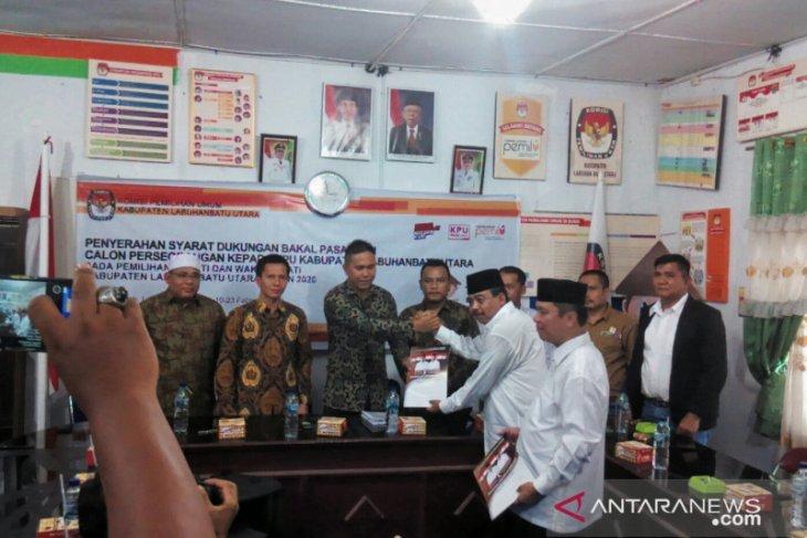 Pasangan Dwi-Sampurna serahkan dukungan ke KPU Labura