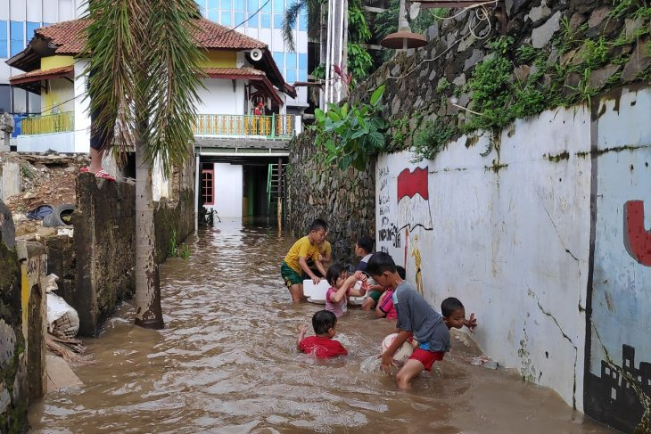 Flooding hits some 100 homes in East Jakarta's Cawang