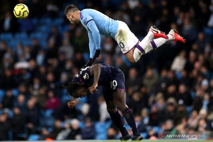 Manchester City tak mau pangkas gaji pemain