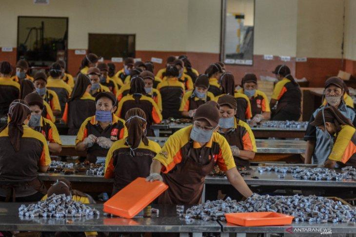 Peringati May Day, pekerja galang dana untuk bantu buruh terdampak pandemi