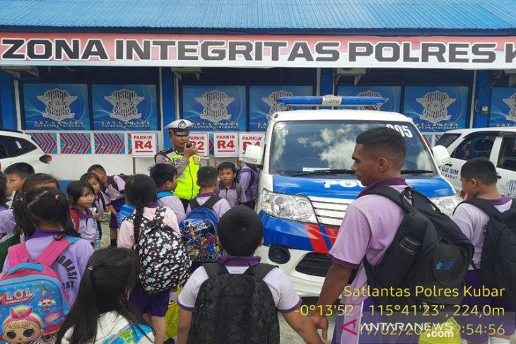 Siswa SD Datangi Polres Kubar Untuk Karakter Budaya Tertib Lantas