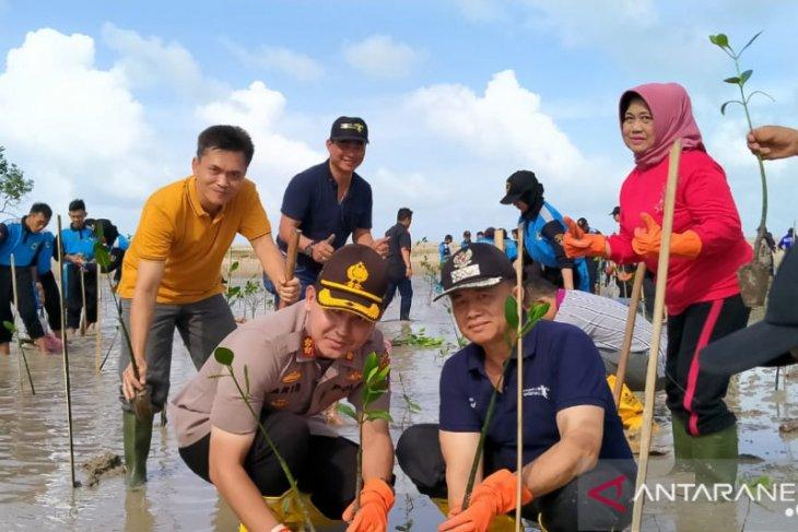 Polres Bangka tanam 1.500 bibit pohon mangrove