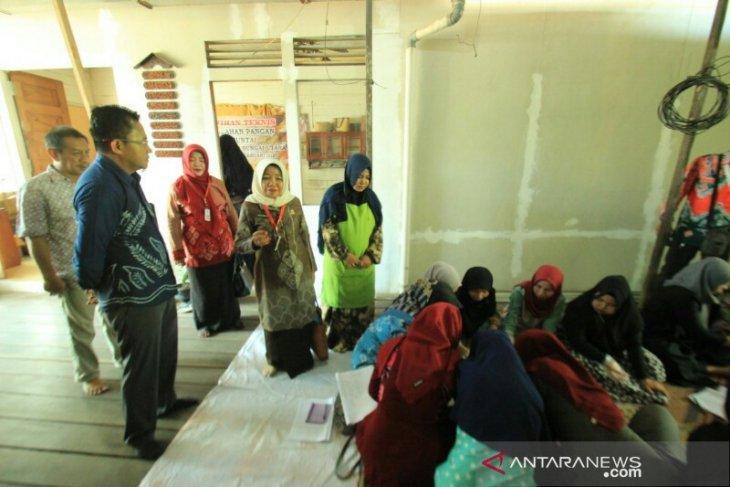 Menggunakan uang rakyat, Anisah tuntut hasil pelatihan