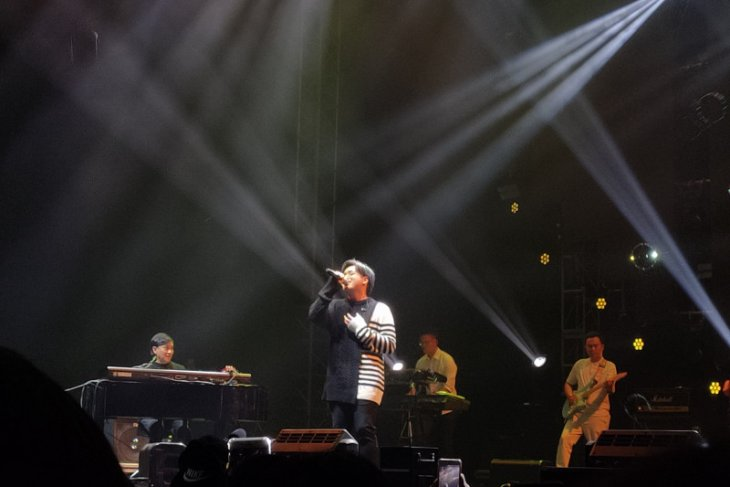 Nostalgia dan galau bersama Yovie & Arsy Widianto di Love Fest