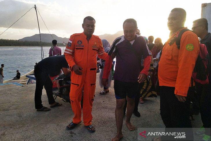 Sebuah boat tenggelam dihempas ombak diperairan Aceh Besar