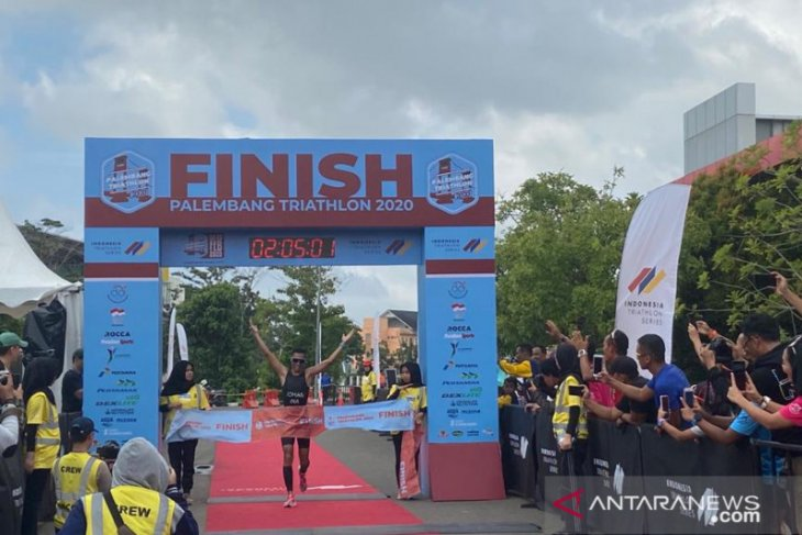 Jauhari Johan pertahankan gelar juara Palembang Triathlon 2020