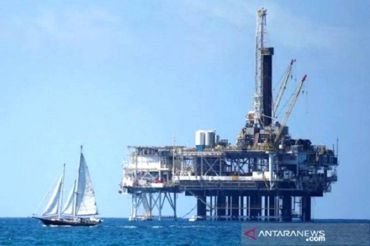 Harga minyak jatuh ke level terendah akibat wabah virus