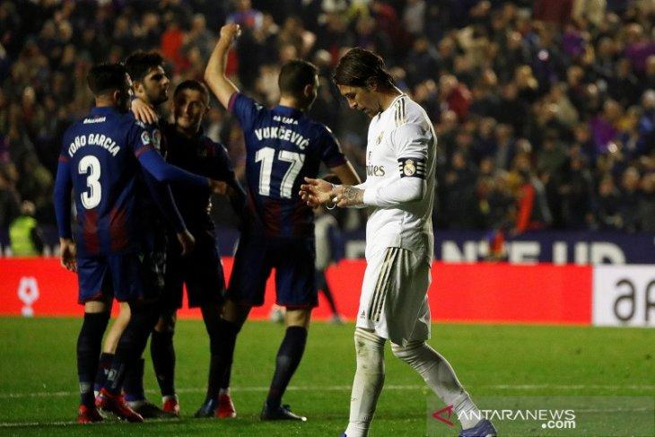 Liga Spanyol, Real Madrid dikejutkan Levante dan gagal kembali ke puncak