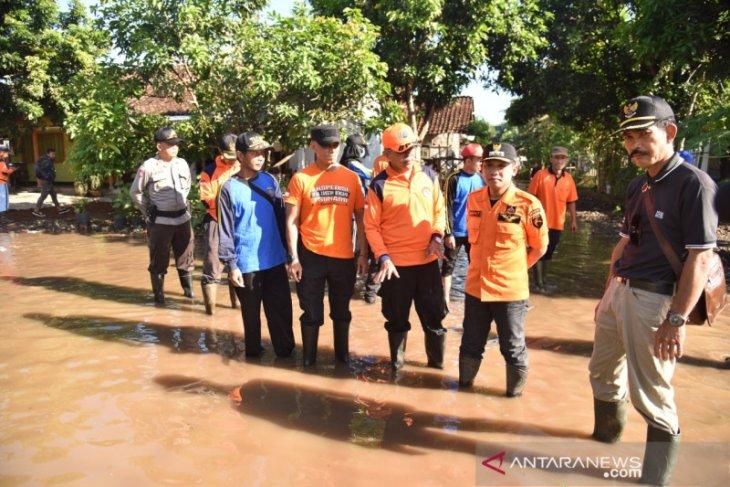 Pemkab Lumajang perbaiki tanggul jebol akibatkan banjir