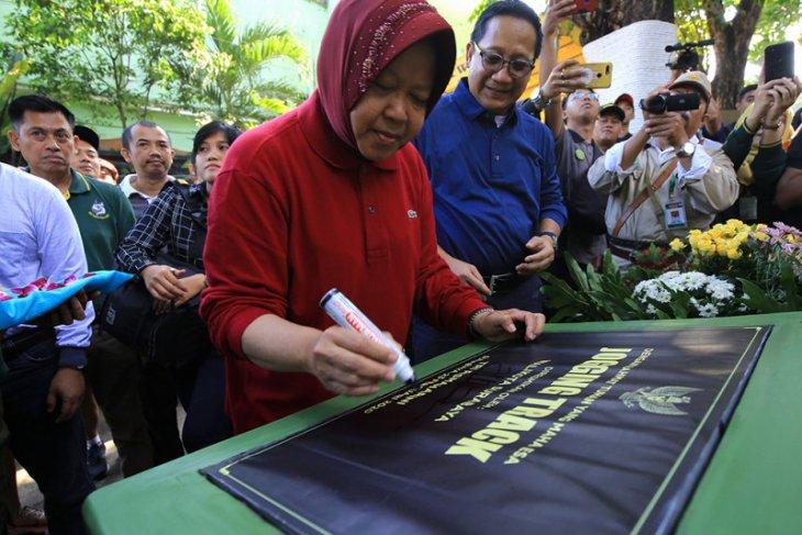 Kebun Binatang Surabaya kini dilengkapi jogging track dan media center