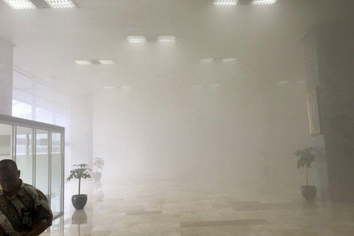 Saksi melihat asap muncul di lantai 9 Gedung MPR/DPR