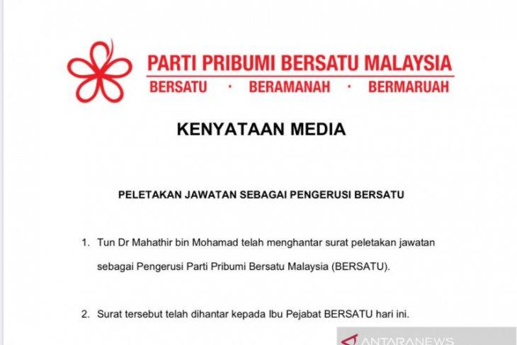Selain mundur sebagai Perdana Menteri Malaysia, Mahathir juga mundur sebagai Ketua Partai Bersatu