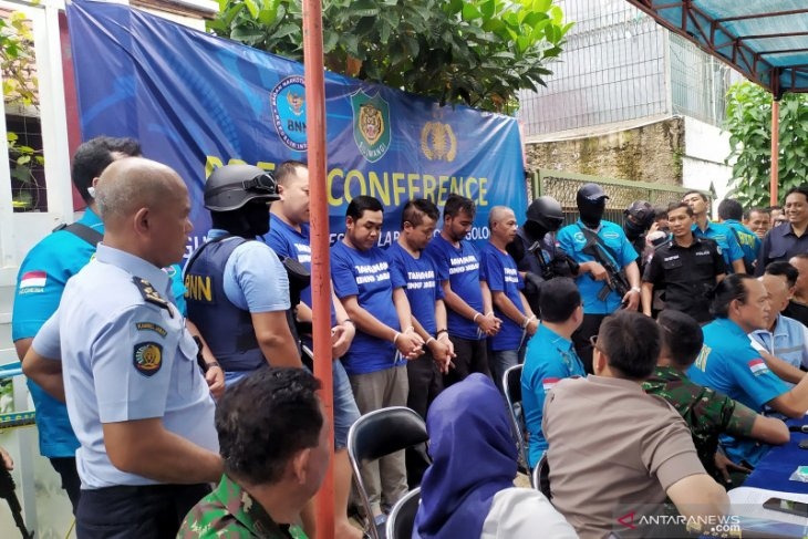 BNN names five suspects in Bandung drug factory case