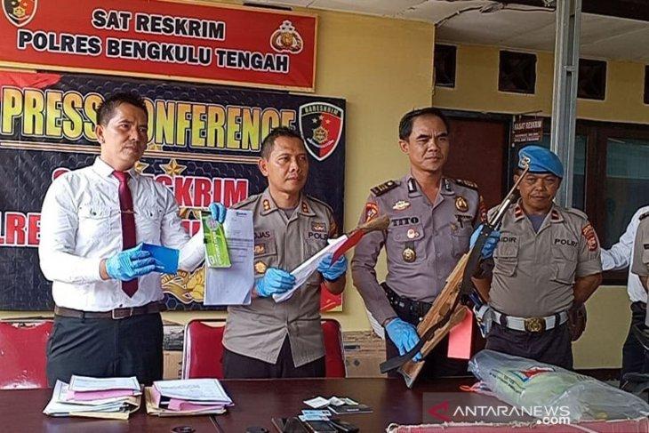 Pelaku pembunuhan di  Bengkulu Tengah tersangka penggelapan dan penipuan