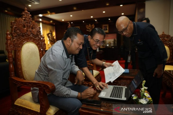 Bupati Gianyar isi data SP daring/online 2020