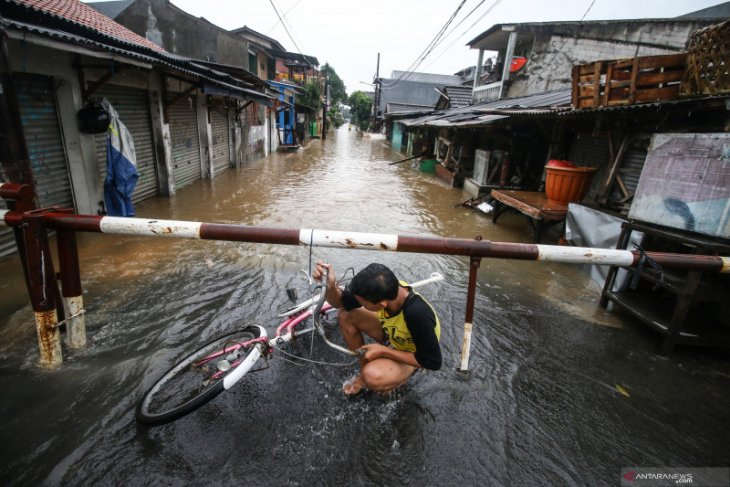 BNPB urges people to prepare for flood mitigation